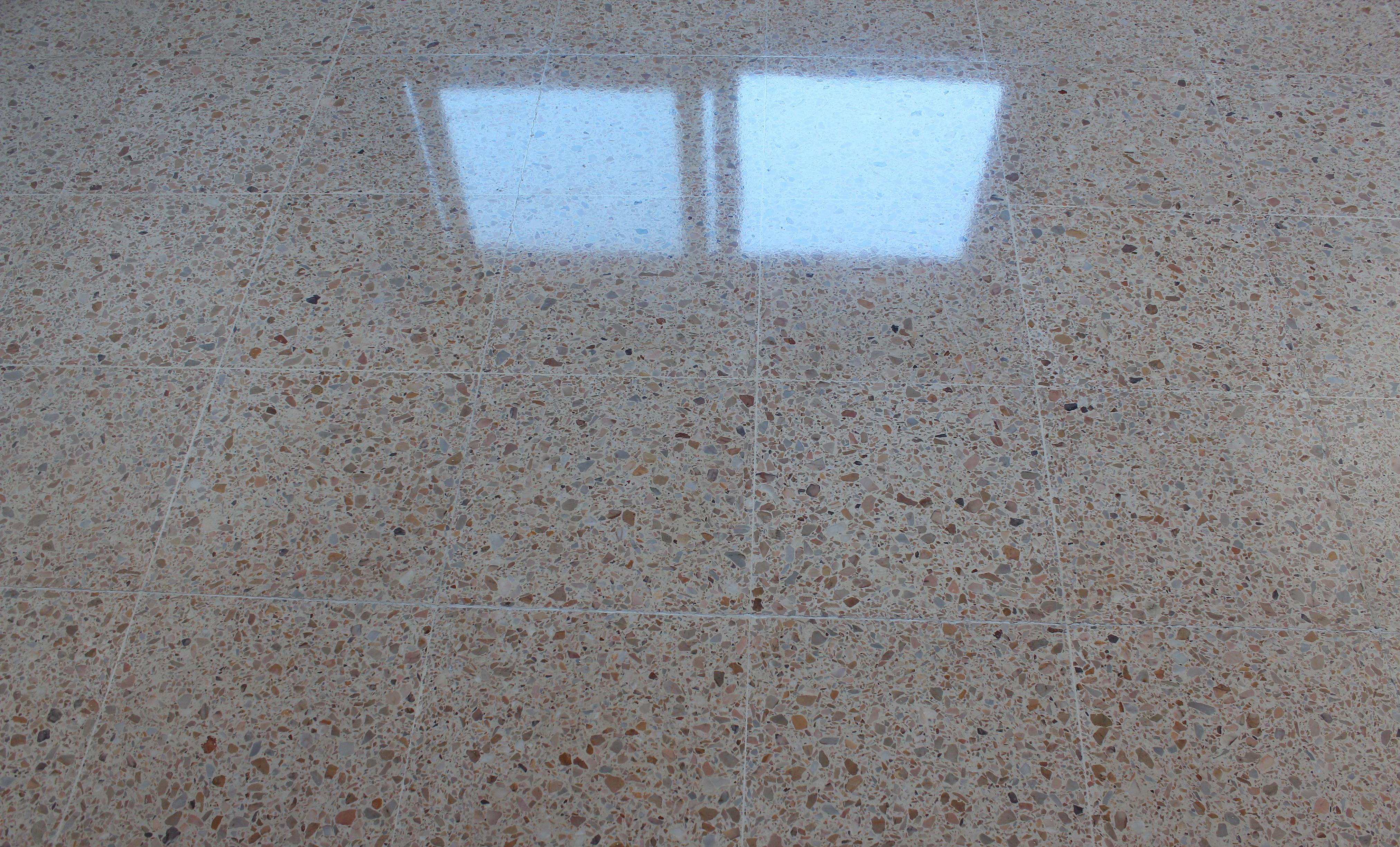 Pulir suelo de terrazo - Pulir terrazo manualmente ...