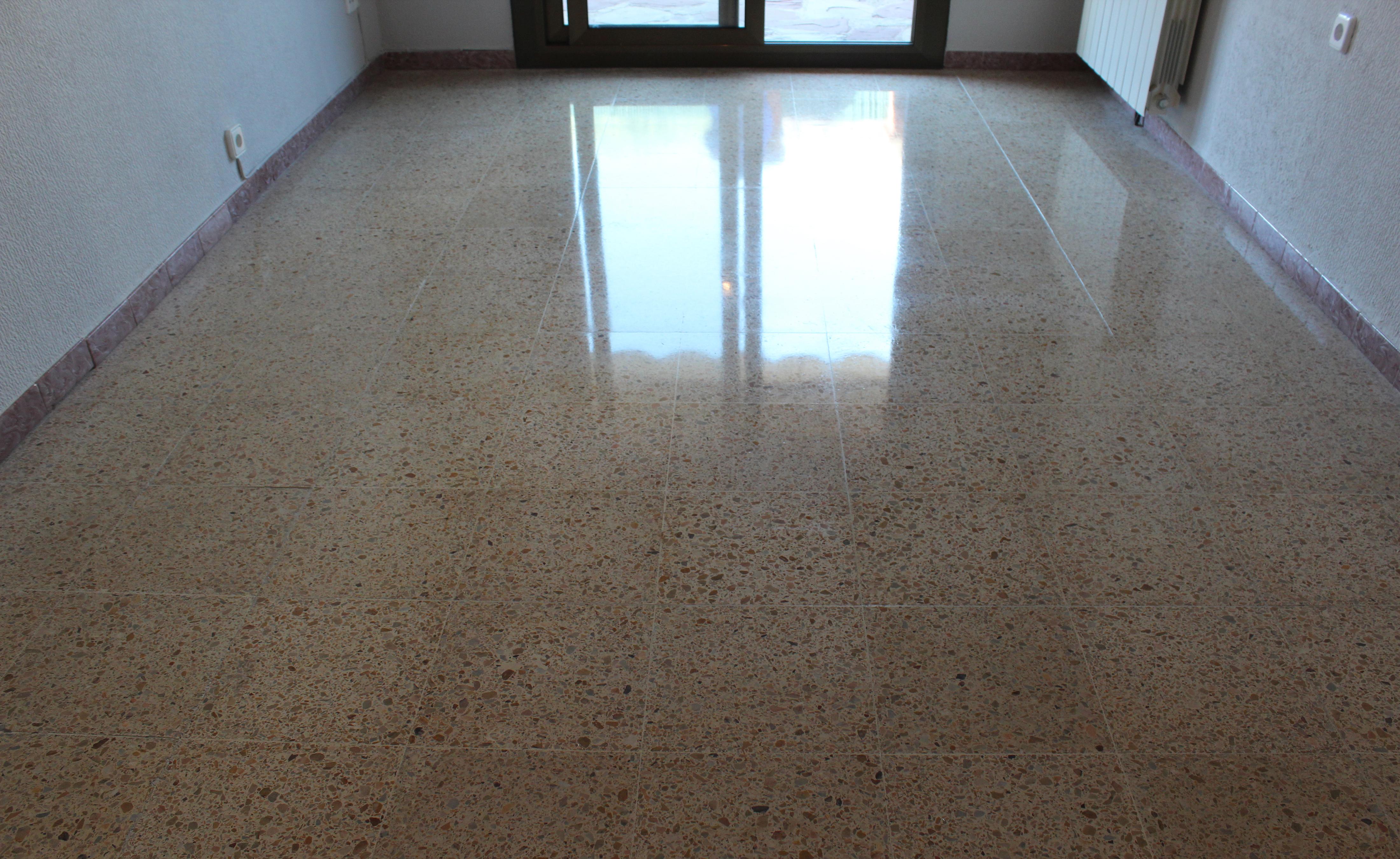 Pulir suelo de terrazo - Pintura para suelos de gres ...